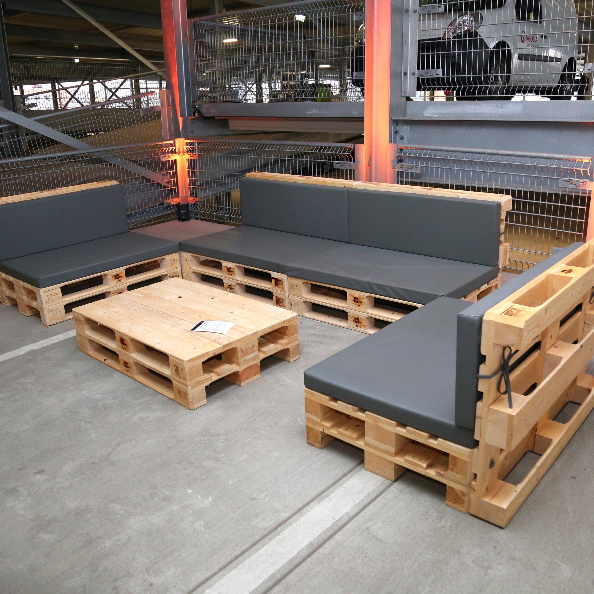 Loungemöbel und Sofas mieten - Palettenmöbel mieten bei SuperSack
