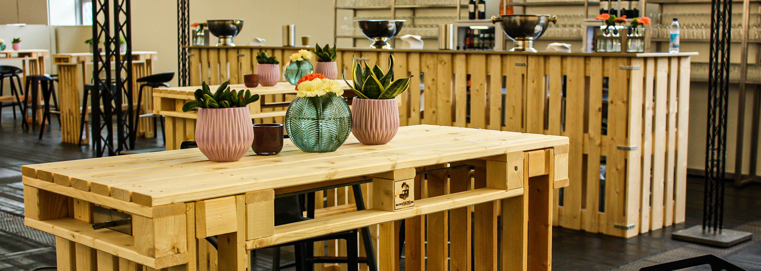 Möbel für Bar- & Loungebereiche für Firmenevents mieten