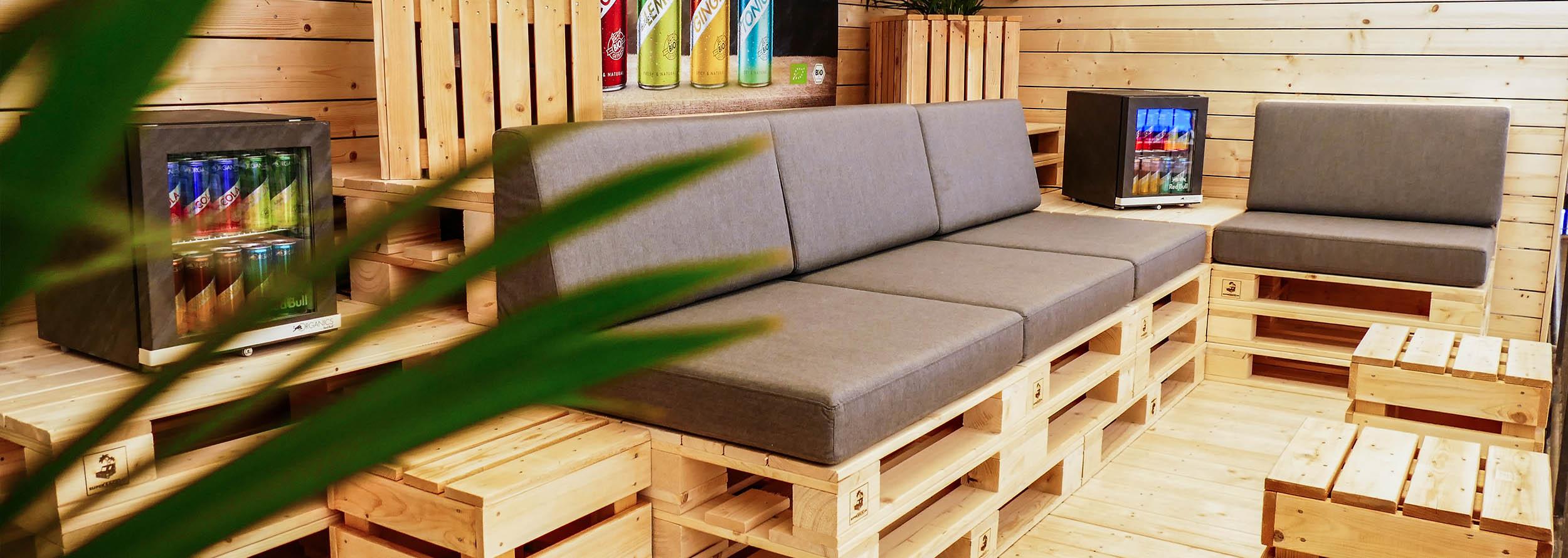 Möbel für VIP-Bereiche auf Sportevents mieten