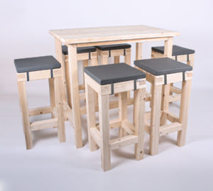 Paletten-Stehtischgarnitur Barstühle 6 PAX von SUPERSACK