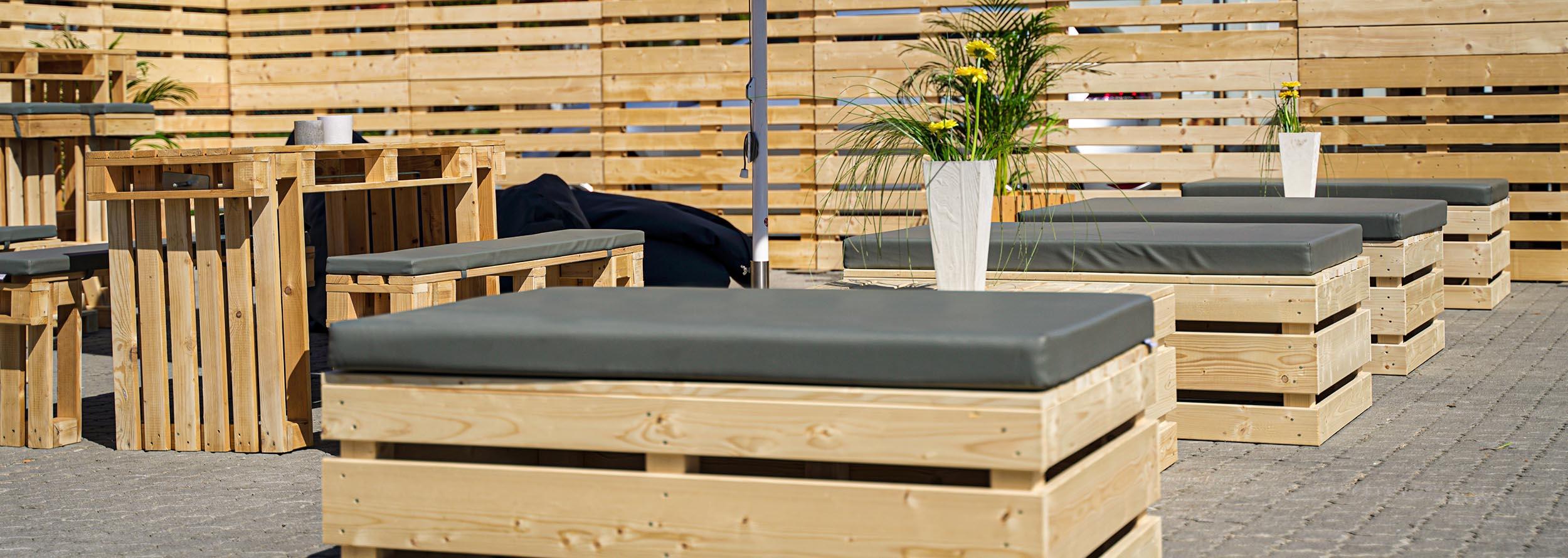 Paletten-Loungemöbel mieten bei SuperSack