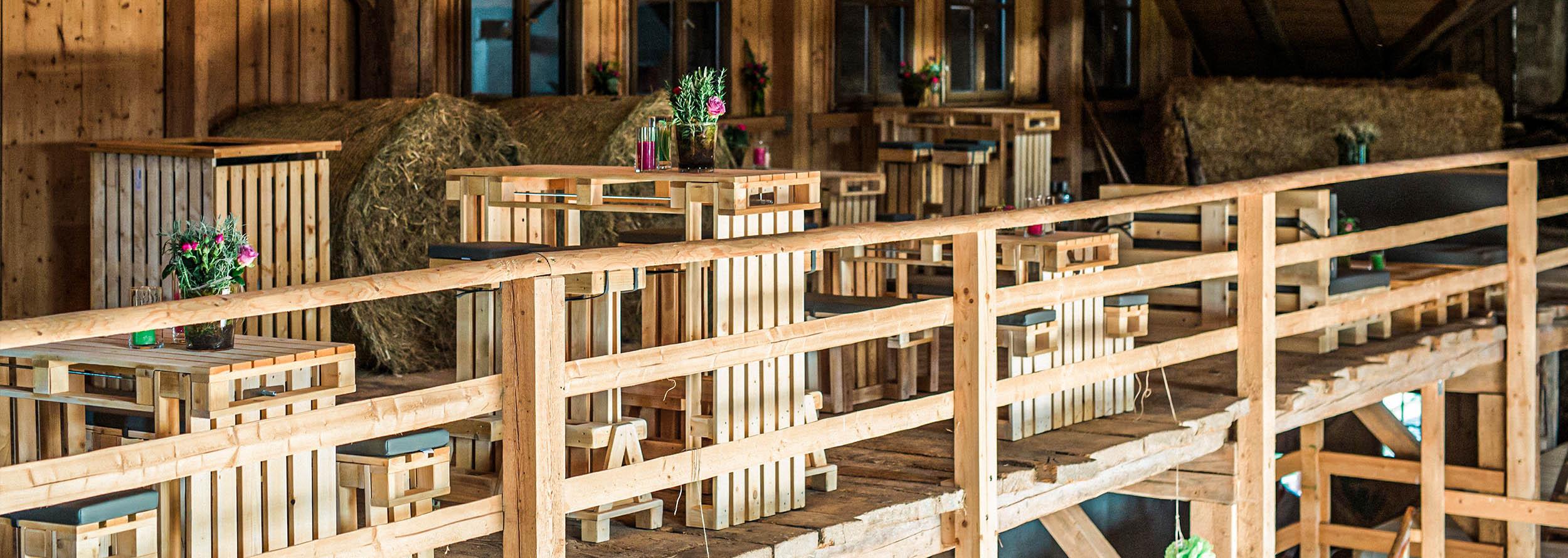 Tische & Stühle für Hochzeiten mieten